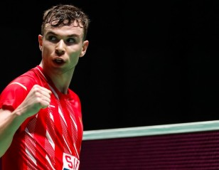 Chen Long, Intanon Crash Out – All England: Day 1